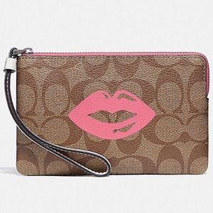COACH! NWT! Lips design!
